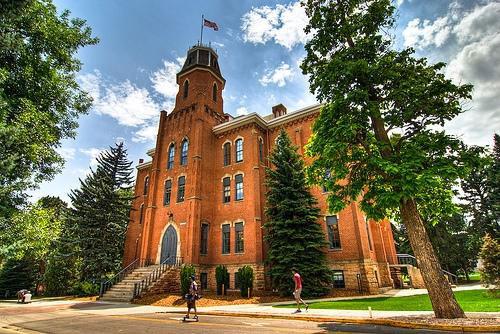 美国科罗拉多大学波德分校对本科/研究生/MBA托福成绩要求